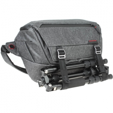 EYC Urban Bundle inkl Peak Design Everyday Sling 10L Charcoal Fototasche und Quenox Tourbegleiter Reisestativ